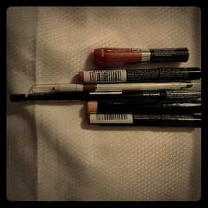 Avon bundle Eye pencils and lip pencils with gloss